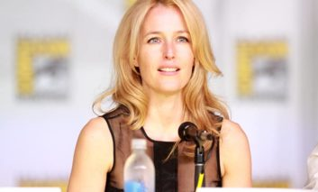 Gillian Anderson is in talks to join the cast of 'The Crown'
