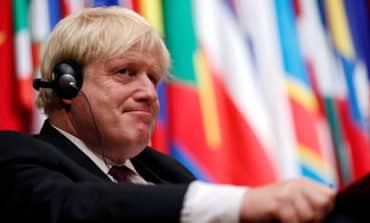 Splits deepen over British minister Johnson's burqa comments