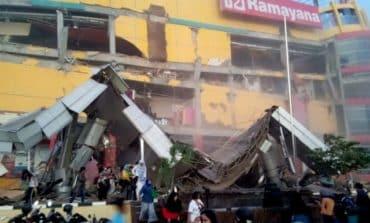 Quake, tsunami kills at least 384 on Indonesia's Sulawesi island (V)