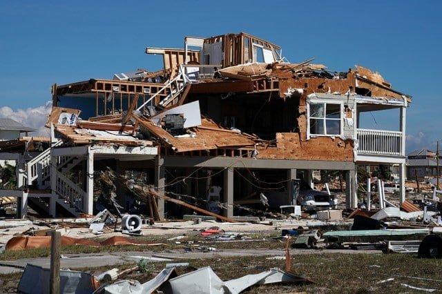 Hurricane Michael tears Florida towns apart, 6 dead (V)