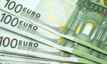Police seek man using fake €100 bills