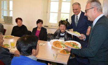 Disy delegation visits elderly, pledges pension increase