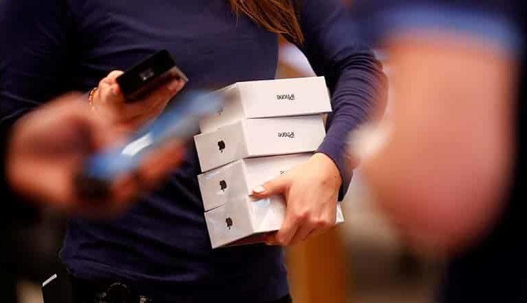 Apple cuts sales forecast as China sales weaken
