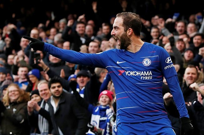 Higuain scores twice in 5-0 Chelsea thumping of Huddersfield