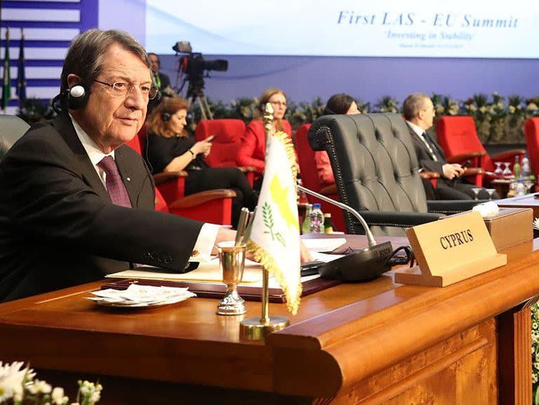 President raises climate, refugees at EU-Arab League summit