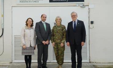 Unficyp's new Force Commander visits CMP lab
