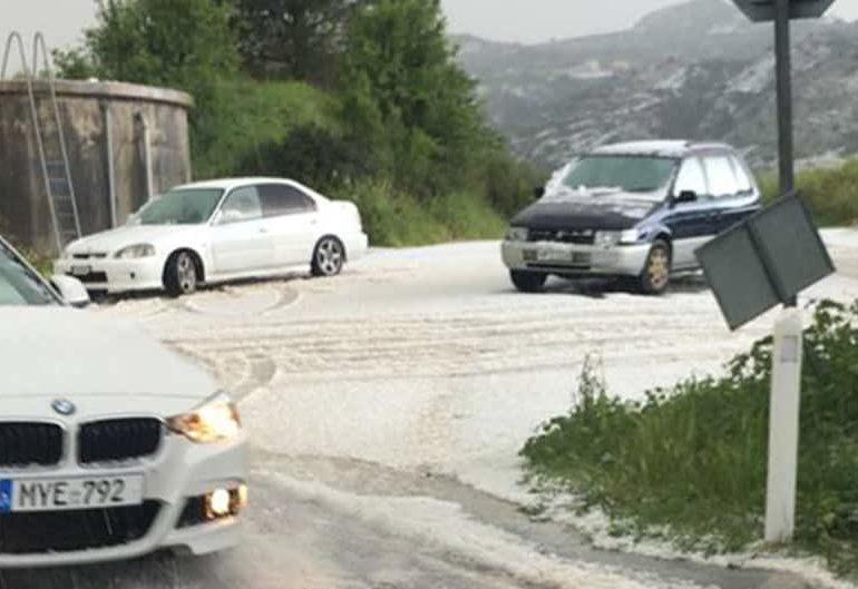 Snowfall closes roads, hail falls into sea (v)