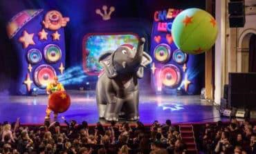 Family bubbly performances with elephants and polar bears