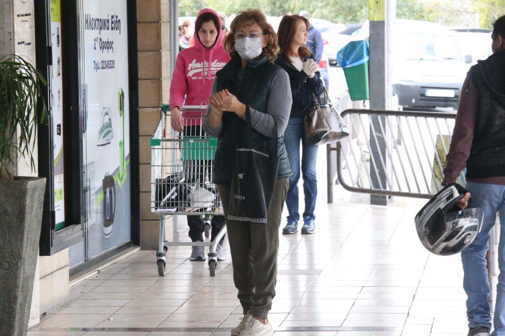 Coronavirus: govt adviser says imperative to wear masks in public spaces