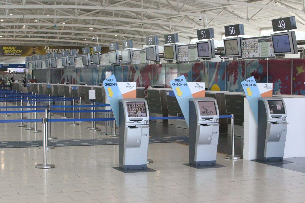 Coronavirus: man refused boarding on repatriation flight to Romania after showing symptoms