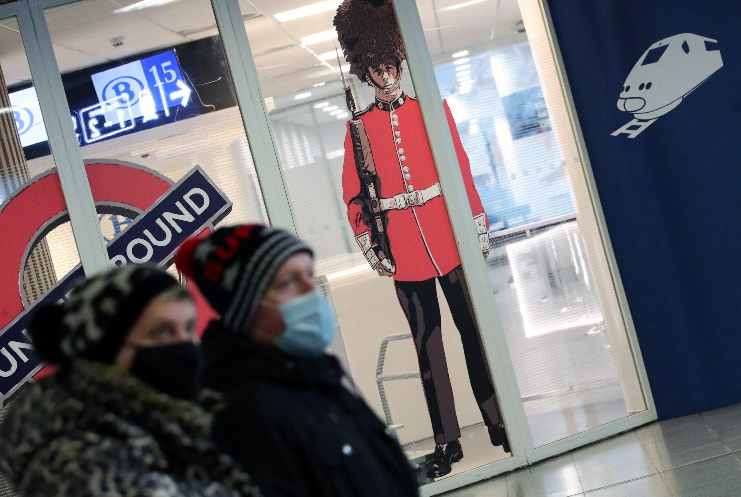 Coronavirus: Η Βρετανία αναφέρει τον ημερήσιο αριθμό νέων περιπτώσεων, ξεπερνώντας τις 40.000