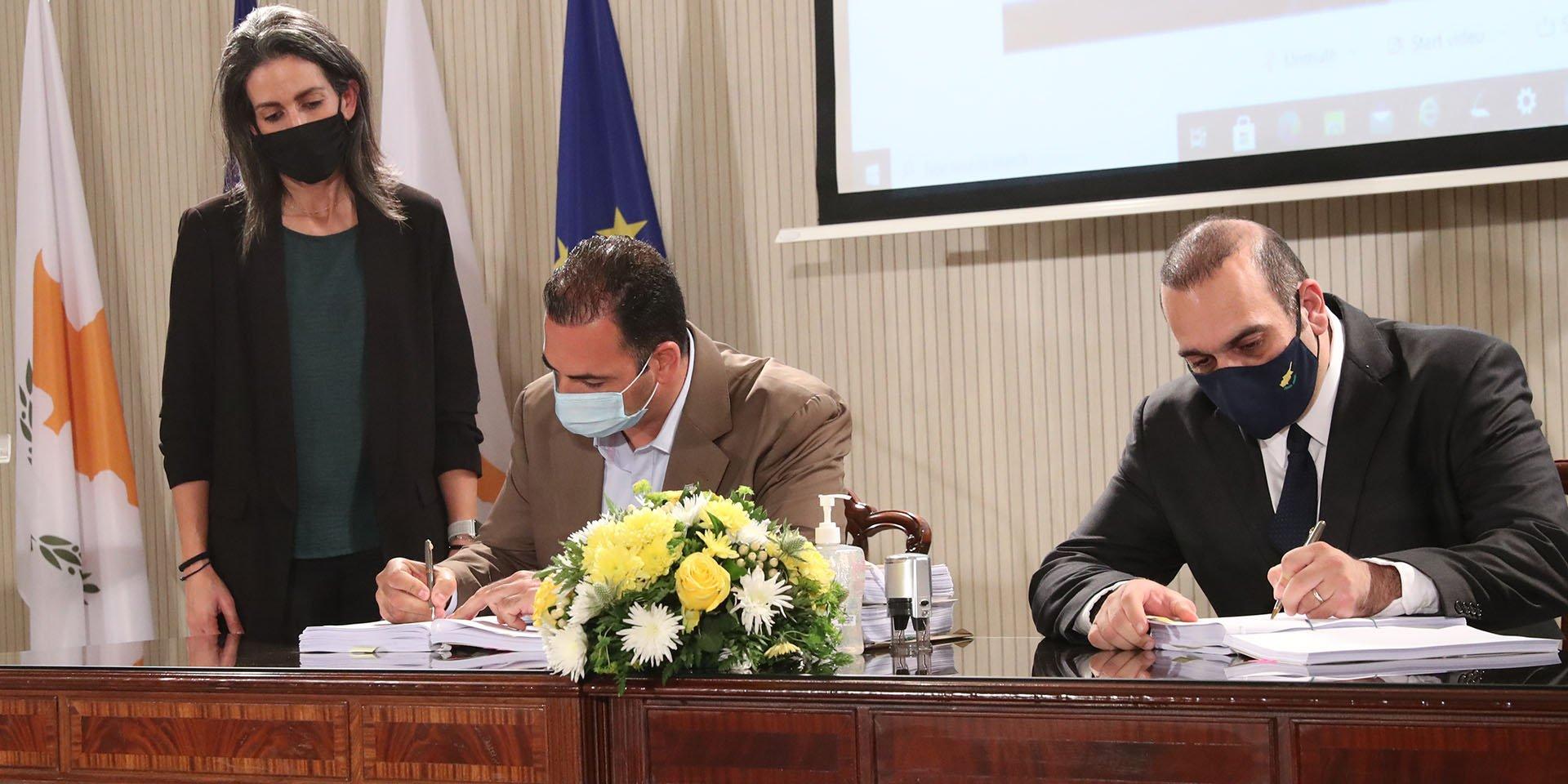 Υπουργός Μεταφορών – Υπογραφή σύμ