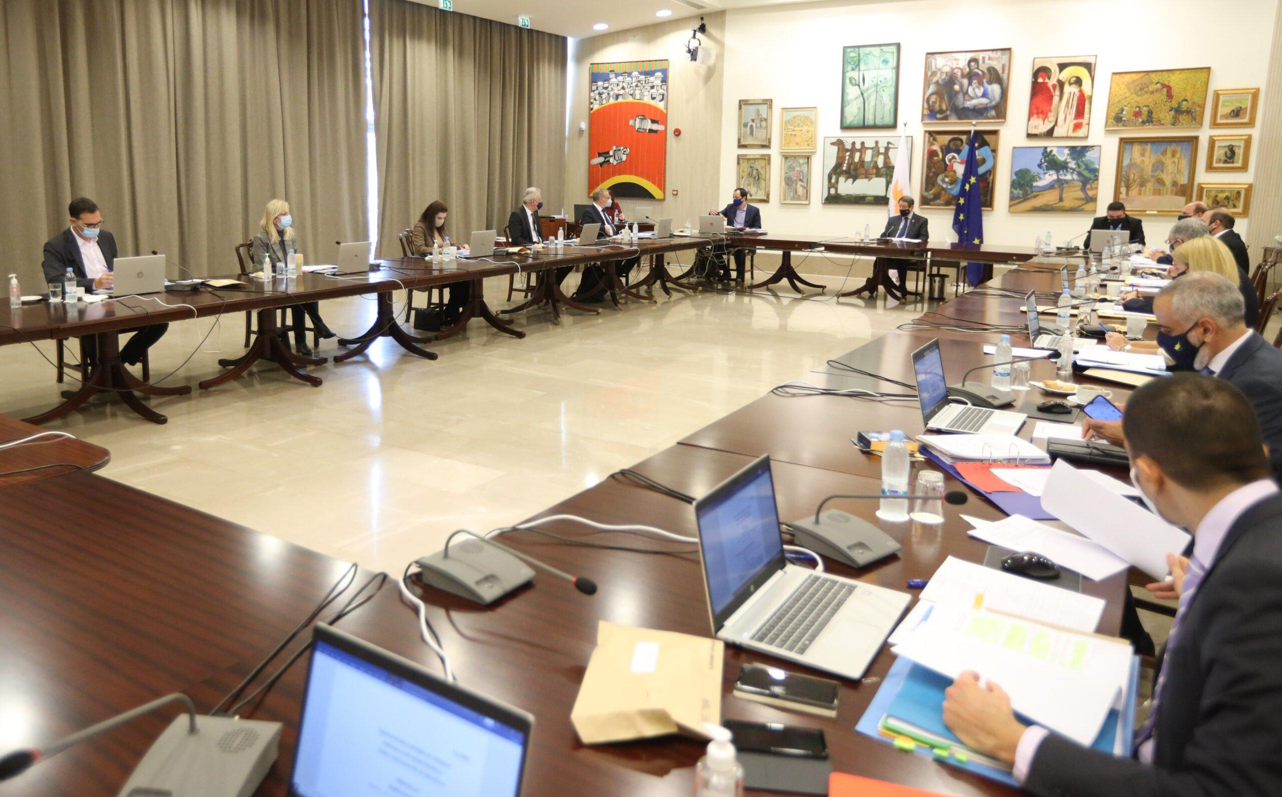 Το υπουργικό συμβούλιο αντιμετώπισε δύσκολες αποφάσεις σχετικά με τα μέτρα Covid