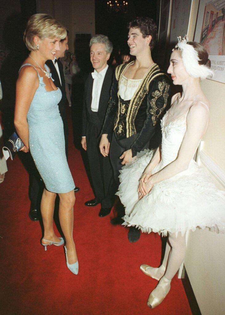 princess diana wearing jimmy choo shoes in 1997