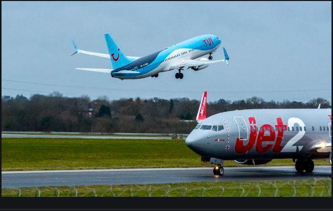 uk tourists fly