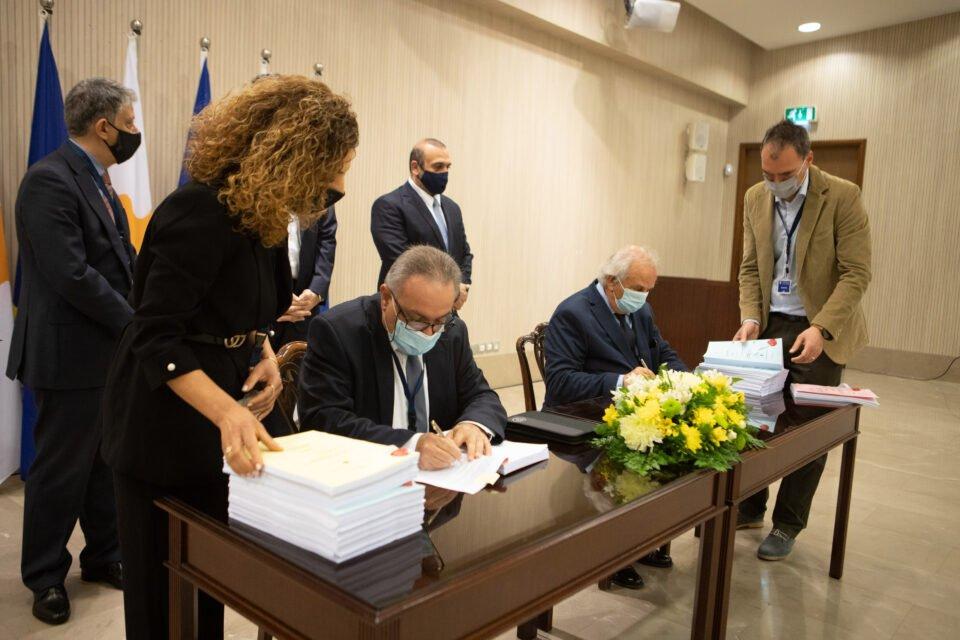 Υπουργός Μεταφορών – Υπογραφή Συμ