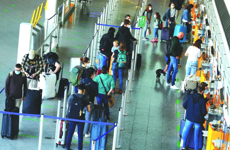 tourists depart frankfurt airport for easter holidays in frankfurt