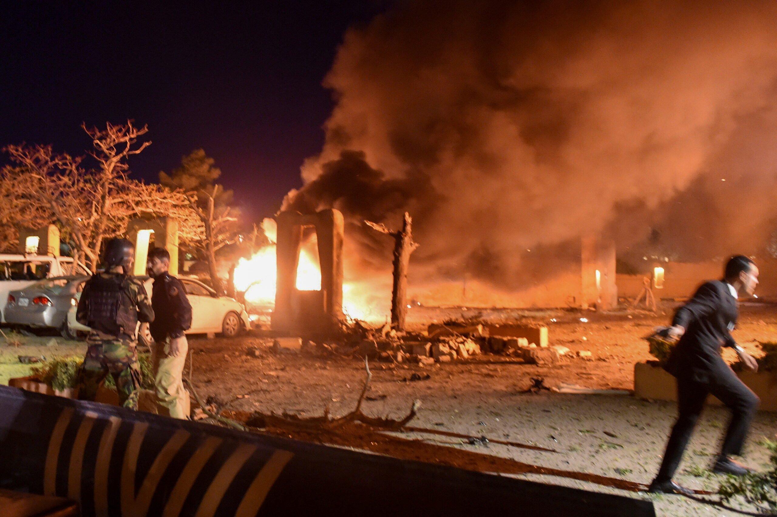 Ο βομβαρδισμός αυτοκινήτων σε πολυτελές ξενοδοχείο στην Κουέτα σκοτώνει 4, πιθανό στόχο Κινέζου πρέσβη