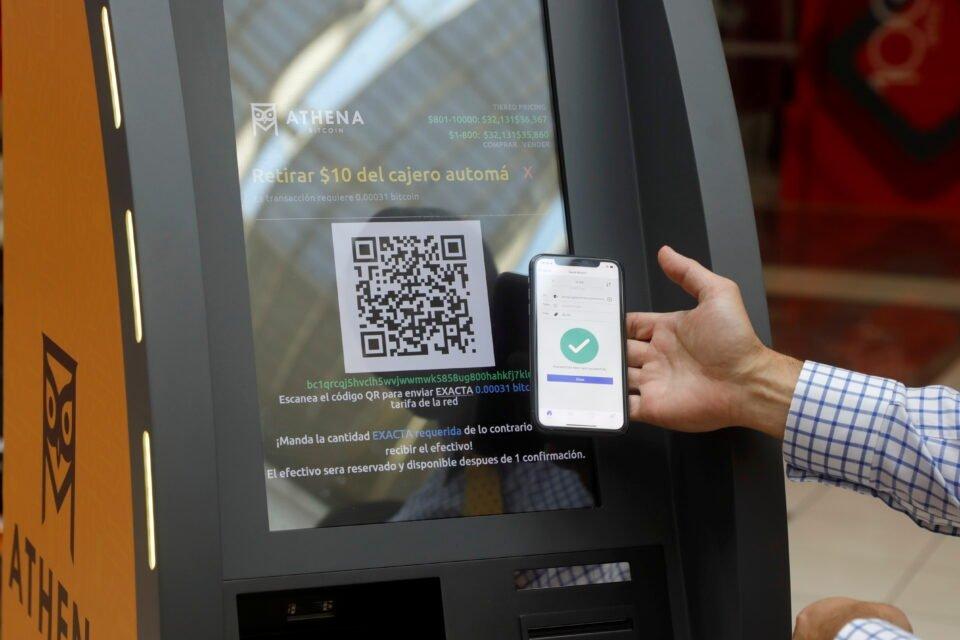presentation of a bitcoin atm in san salvador