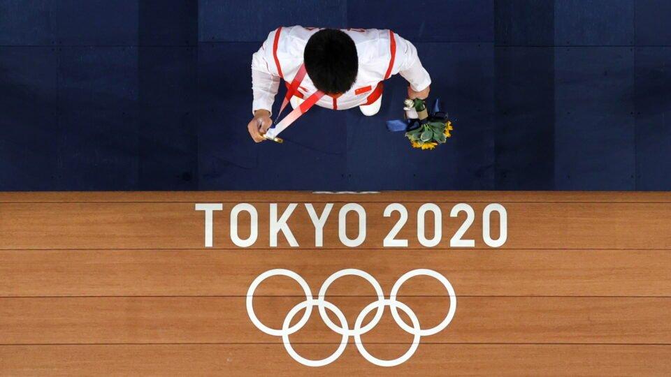 weightlifting men's 61kg medal ceremony
