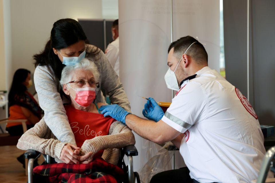 israel vaccination senior citizen