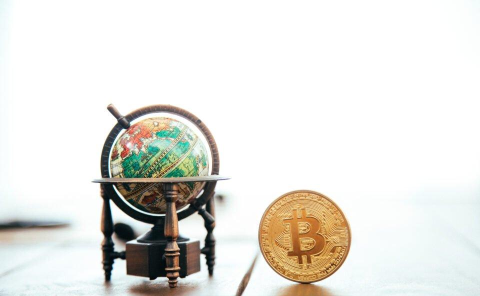 bitcoin globe metal world 1594491 pxhere.com
