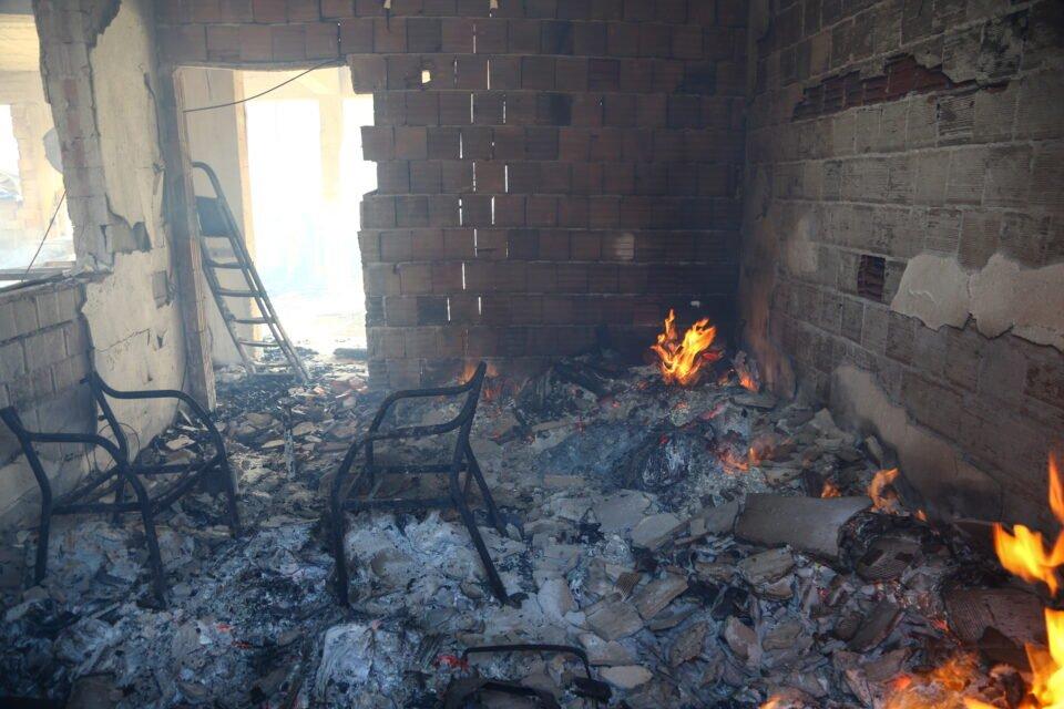 residents flee as winds fan massive wildfire in southern turkey