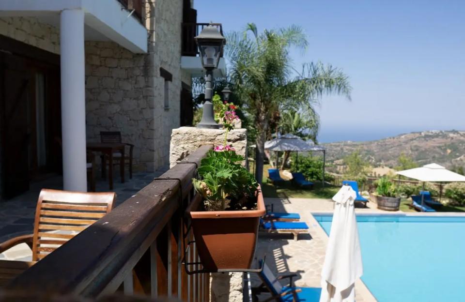 feature bejay paradisos hills hotel