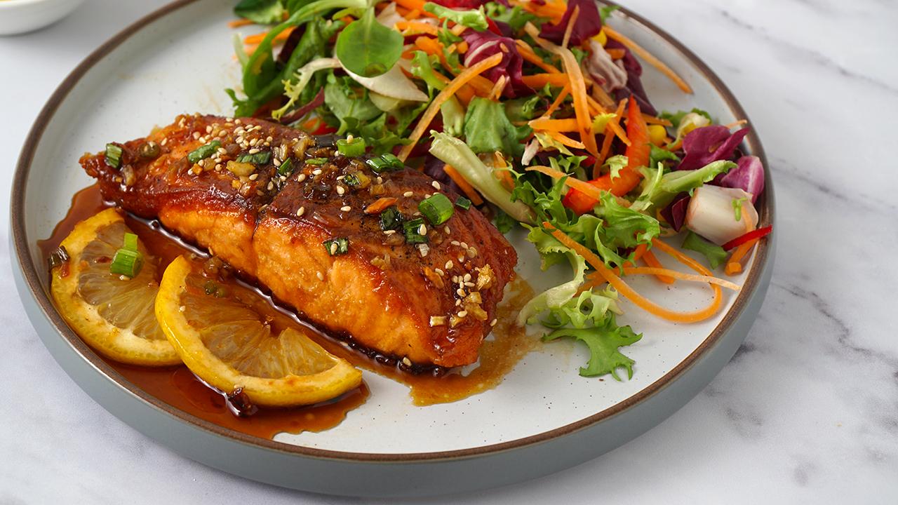 honey garlic salmon thumb